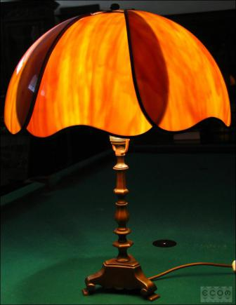 LAMPA Z PIĘKNYM KLOSZEM (k)