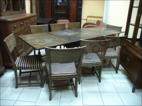 Dębowy stół + osiem krzeseł